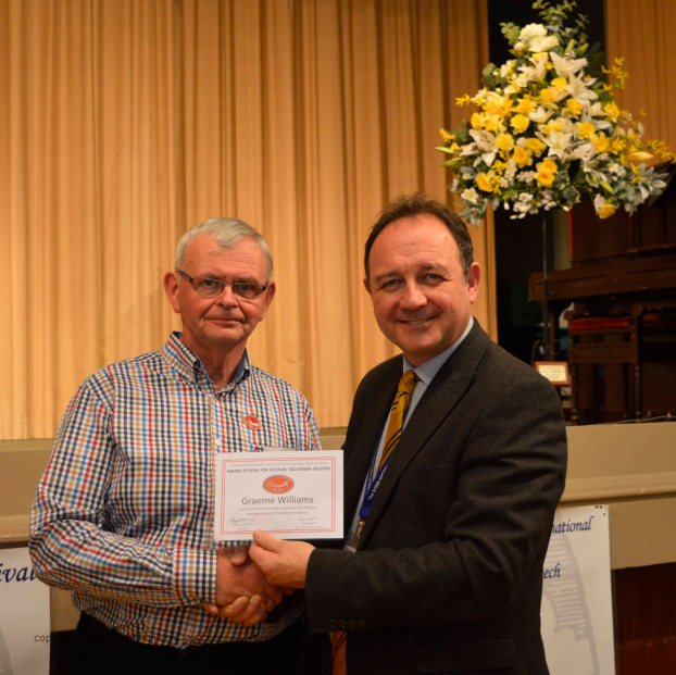 Mr Graeme Williams receives his long service award from adudicator Steven Roberts. Graeme has served on the Festival Committee for 40 years!